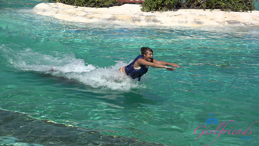 Cassidy makes a big splash on your last day in Hawaii